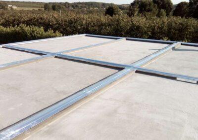 Raccord d'étanchéité de la toiture sur un ensemble de six garages accolés communicants