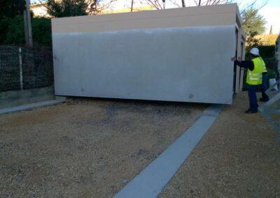 Premier bloc posé sur une série de six garages en batterie