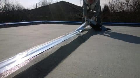 Raccord d'étanchéité de la toiture terrasse