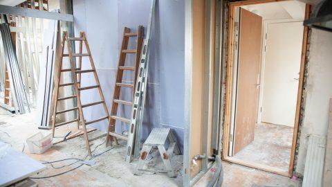 Travaux intérieur sur un chantier d'appartement en rénovation