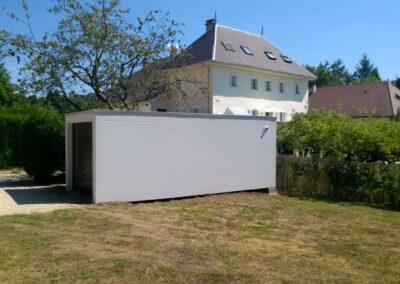 Garage simple, crépis blanc, porte marron